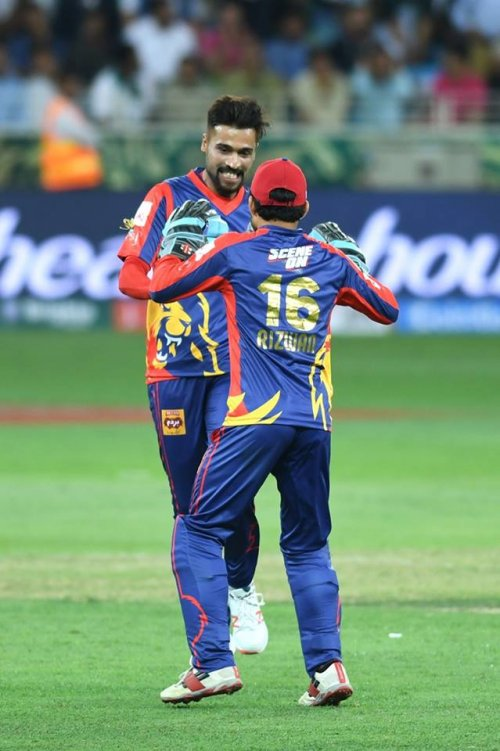 MASSIVE wicket for Kings! Amir strikes, Aridi departs. This match is turning into a thriller.