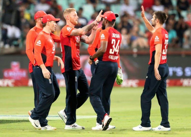 Curran holds nerve as England edge thriller to level series